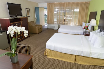 Cabin, 2 Double Beds, Non Smoking, Poolside