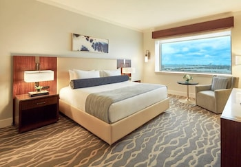 Room, 1 King Bed (Biscayne Bay View)