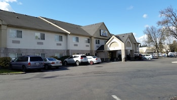 溫哥華溫德姆戴斯套房飯店 Days Inn & Suites by Wyndham Vancouver