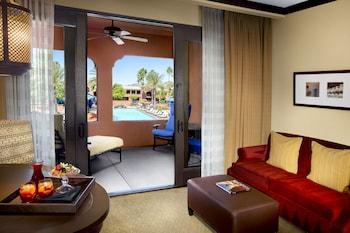 Suite, 1 King Bed, Poolside (Oasis)
