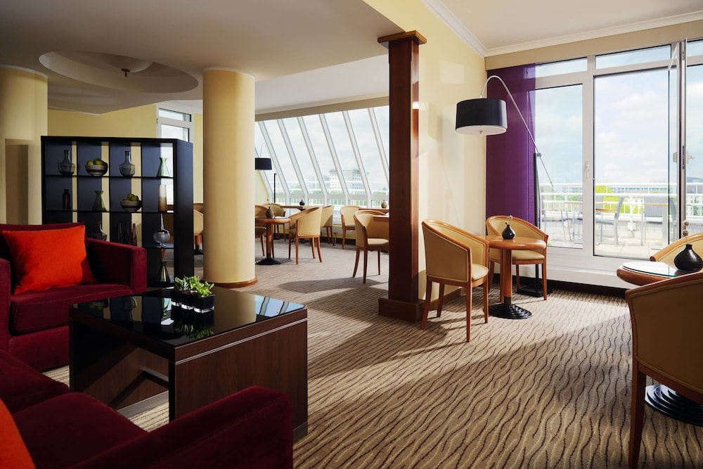 Suite : Executive Suite, 1 King Bed, Business Lounge Access 3 of 124