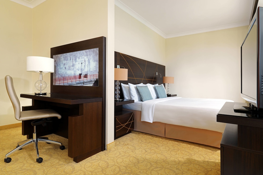 Suite : Executive Suite, 1 King Bed, Business Lounge Access 5 of 124