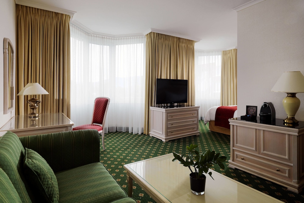 Suite : Executive Suite, 1 King Bed, Business Lounge Access 6 of 124
