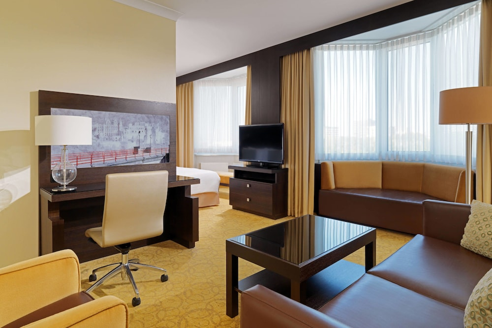 Suite : Executive Suite, 1 King Bed, Business Lounge Access 2 of 124