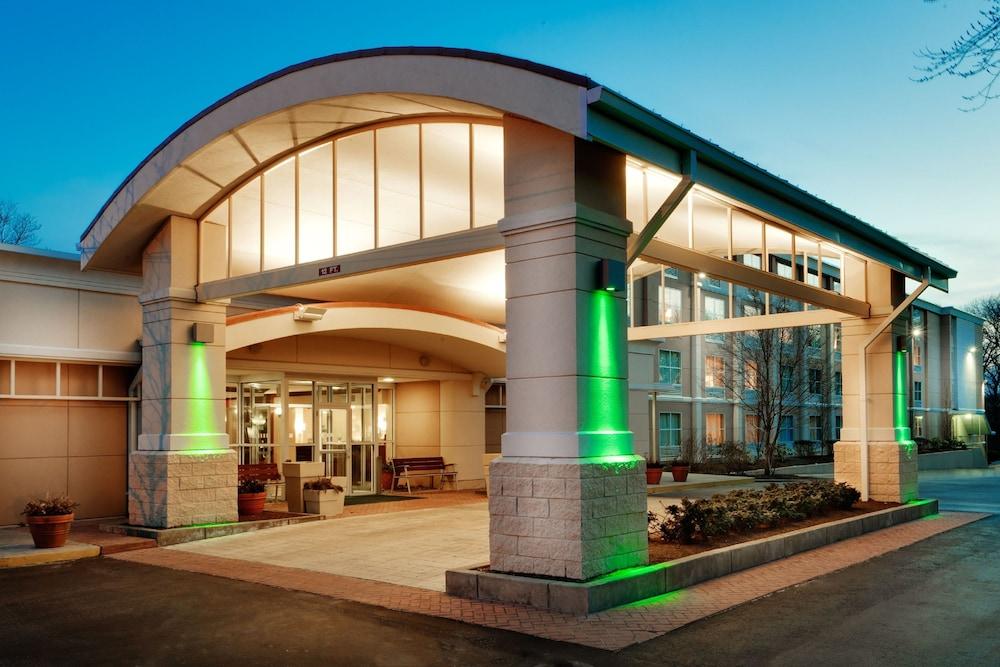 https://i.travelapi.com/hotels/1000000/10000/2300/2282/2a70d055_z.jpg