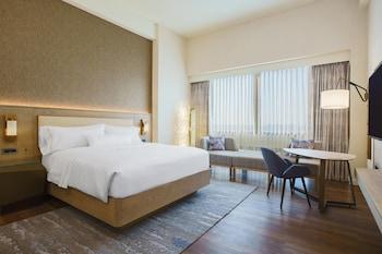 1 King Bed, High Floor, Twelve Room