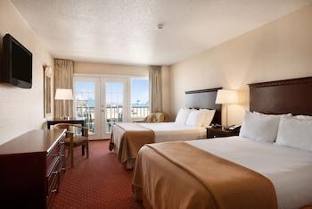 Guestroom at Howard Johnson Plaza Hotel by Wyndham Ocean City Oceanfront in Ocean City