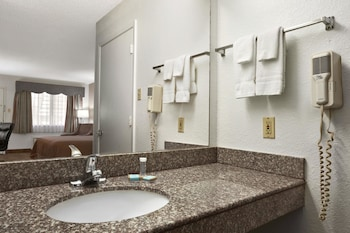Travelodge Killeen Fort Hood - Bathroom  - #0