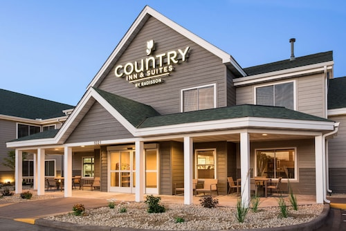 . Country Inn & Suites by Radisson, Chippewa Falls, WI