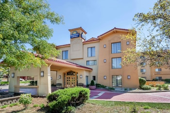 Hotel - Days Inn & Suites by Wyndham Arlington Heights