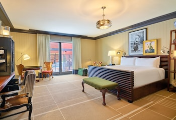 Junior Suite, 1 King Bed, Accessible (Mobility/Hearing with Tub)