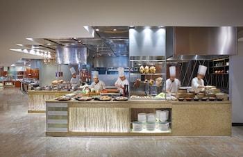 Makati Shangri-La Breakfast Area