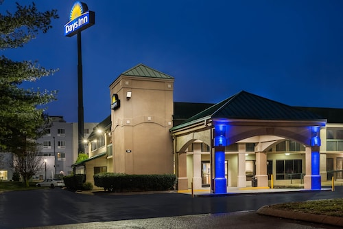 . Days Inn by Wyndham Clarksville North