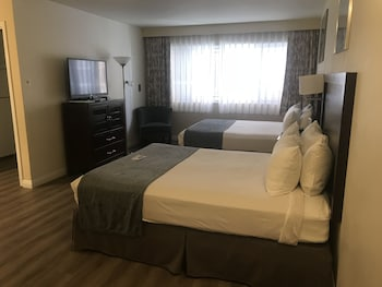 Executive Suite, 2 Queen Beds, Kitchen