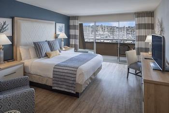 Standard Room, 1 King Bed, Balcony, Marina View