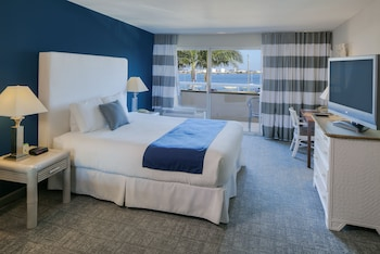 Standard Room, 1 King Bed, Balcony, Bay View
