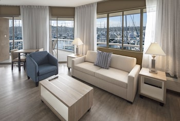 Studio Suite, 1 King Bed with Sofa bed, Refrigerator & Microwave, Marina View