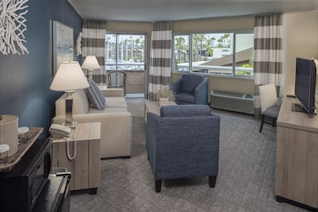 Suite, 1 King Bed with Sofa bed, Refrigerator & Microwave, Bay View