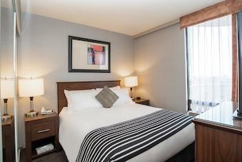 Suite, 1 Queen Bed, City View