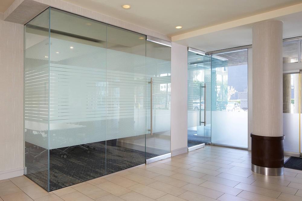 コートヤード・バイ・マリオット・ロサンゼルス ラックス / センチュリー ブールバード