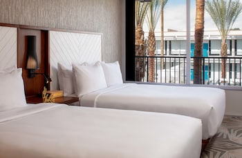Poolside, Guest room, 2 Doubles