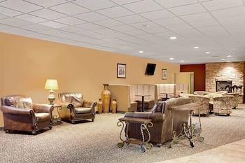 Hotel - Ramada Hotel & Conference Center by Wyndham Mitchell