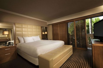 Suite, 1 King Bed (Ambassador, Agave)