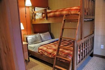 Condo (3 Bedroom,  2 Queen beds and Bunk Bed)