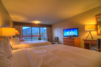 Superior Room, 2 Queen Beds, Mountain View