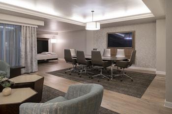 Suite (Conference Parlor)