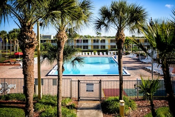 Book Seralago Hotel & Suites Main Gate East in Kissimmee.