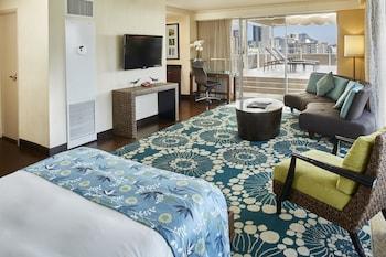 Suite, Corner (Diamond Head, Deck)