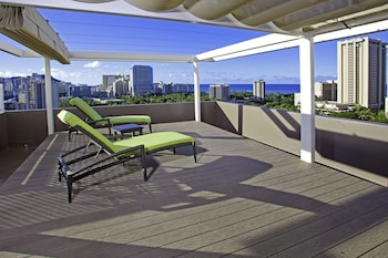 Penthouse, 1 King Bed with Sofa bed (Kapiolani Suite, City/Mountain View)