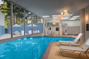 波特蘭奧斯威戈湖皇冠假日飯店 Crowne Plaza Portland-Lake Oswego, an IHG Hotel