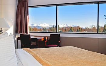 Junior Suite, 1 King Bed, Refrigerator & Microwave, Corner