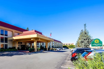 奧克蘭機場競技場溫德姆拉昆塔套房飯店 La Quinta Inn & Suites by Wyndham Oakland Airport Coliseum