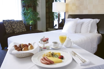 SHERATON MIYAKO HOTEL TOKYO Room Service - Dining