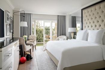 Room, 1 King Bed, Balcony (Wellness)