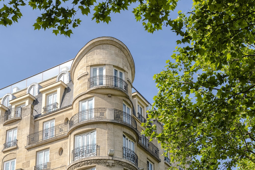 Hôtel Rochechouart, Featured Image