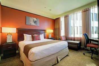 Room, 1 King Bed, Accessible (Mobility & Hearing, Roll-in Shower)