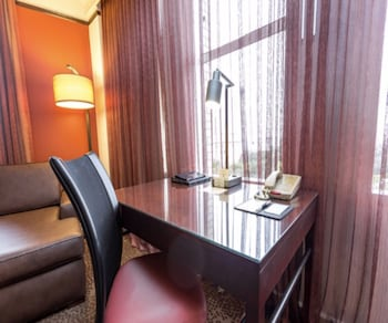 Deluxe Room, 1 King Bed (Alamo View)