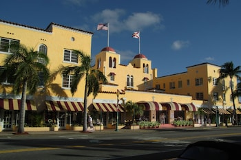 Colony Hotel & Cabaña Club