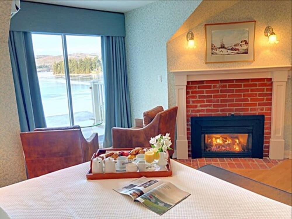 https://i.travelapi.com/hotels/1000000/10000/3200/3183/fa169287_z.jpg