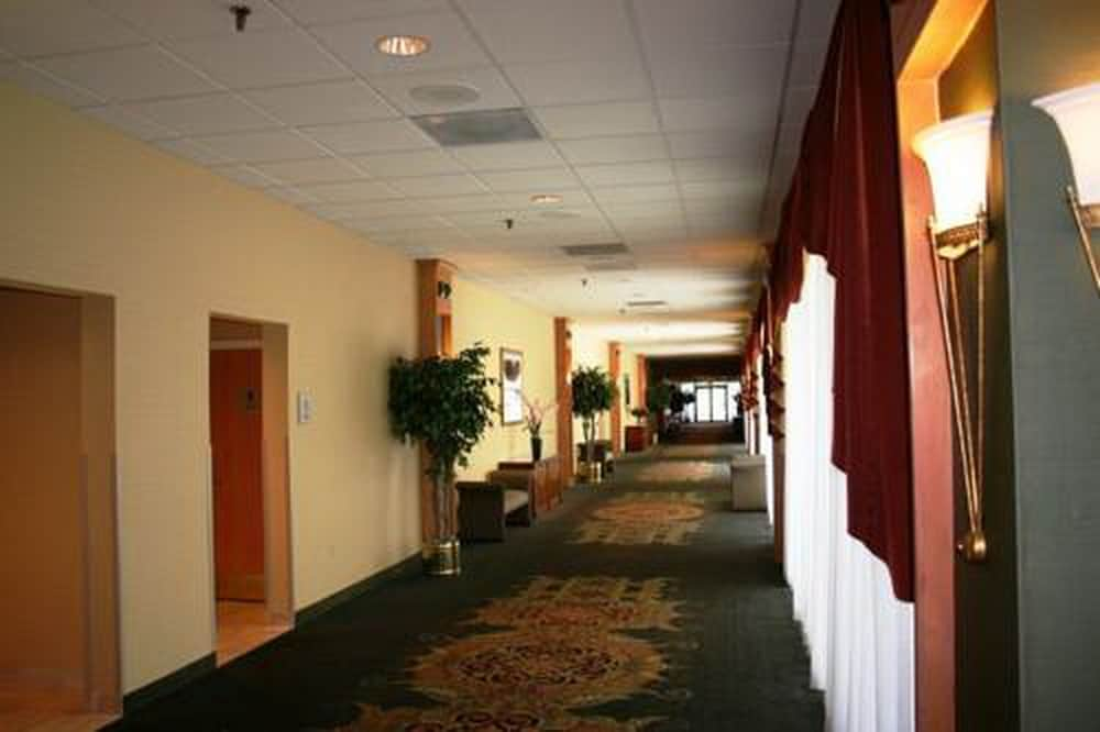 Ballroom/Hall 7 of 44