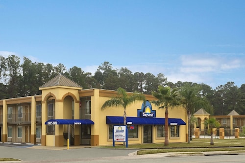 . Days Inn by Wyndham Brunswick/St. Simons Area