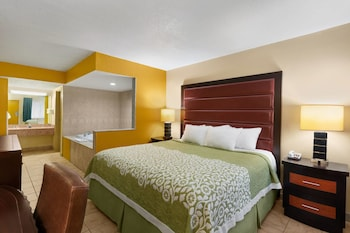 Deluxe Suite, 1 King Bed, Non Smoking (First Floor)