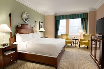 Fairmont Room, 1 King Bed, Parliament View - Newly Renovated