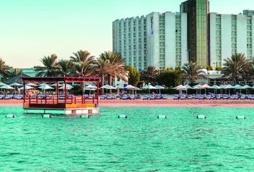 . Radisson Blu Hotel & Resort, Abu Dhabi Corniche