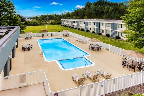 . Quality Inn Oneonta Cooperstown Area