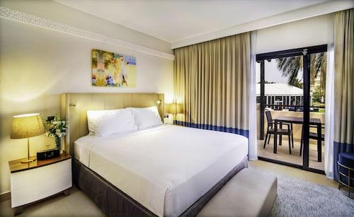 . Radisson Blu Hotel & Resort, Al Ain
